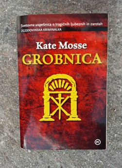 Grobnica, Kate Mosse (ant.)
